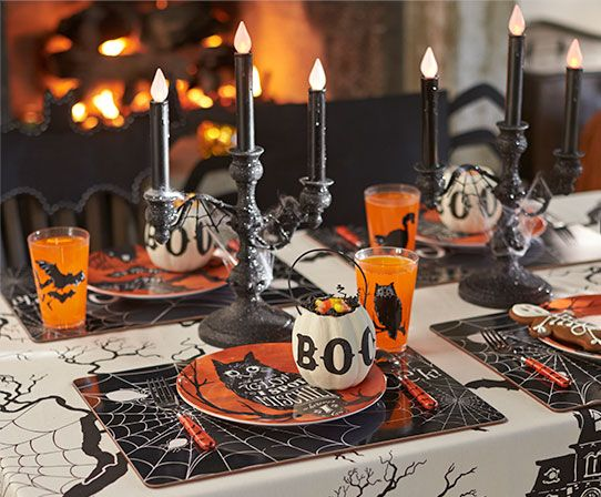 Halloween Party @potterybarnkids What a table!! Party ideas - kids halloween party decoration ideas
