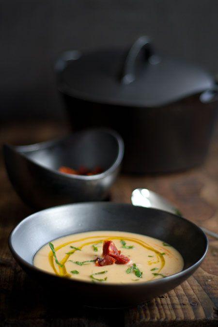 Sopa de judias blancas con chorizo y pimentón (bonensoep met chorizo en pimentón)