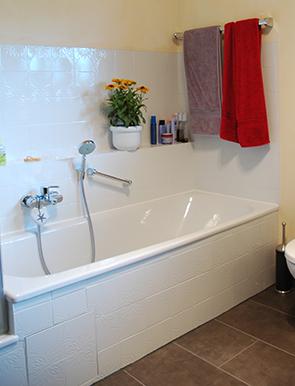 fliesen lackieren badewanne streichen schritt f r. Black Bedroom Furniture Sets. Home Design Ideas