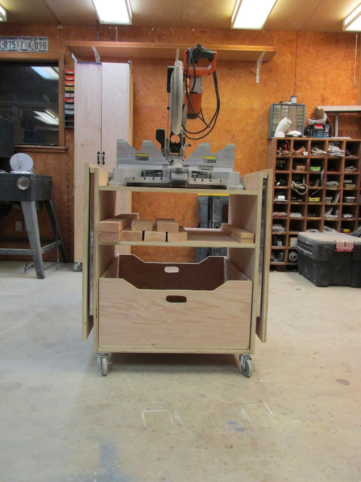 Wilker Do's DIY Miter Saw Stand Diy table saw, Mitre
