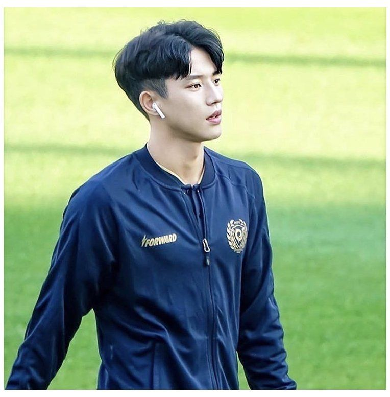 Backpacking Korean Football Player Korean Football Player American Football Pl In 2020 Handsome Football Players Cute Football Players American Football Players
