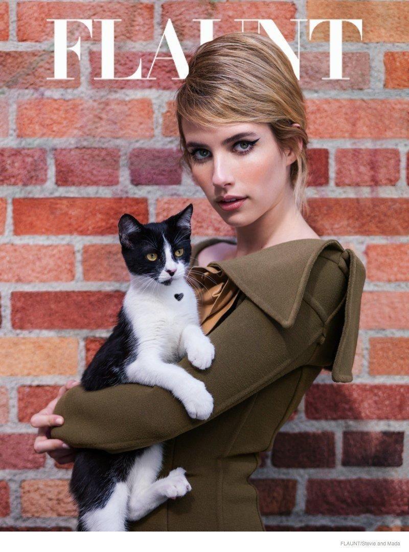 Emma Roberts Edesen Fest A Flaunt Boritojan Ki Nezi Az Amerikai Horror Sztorit Fashionfaverek Emma Roberts Emma Celebrities With Cats