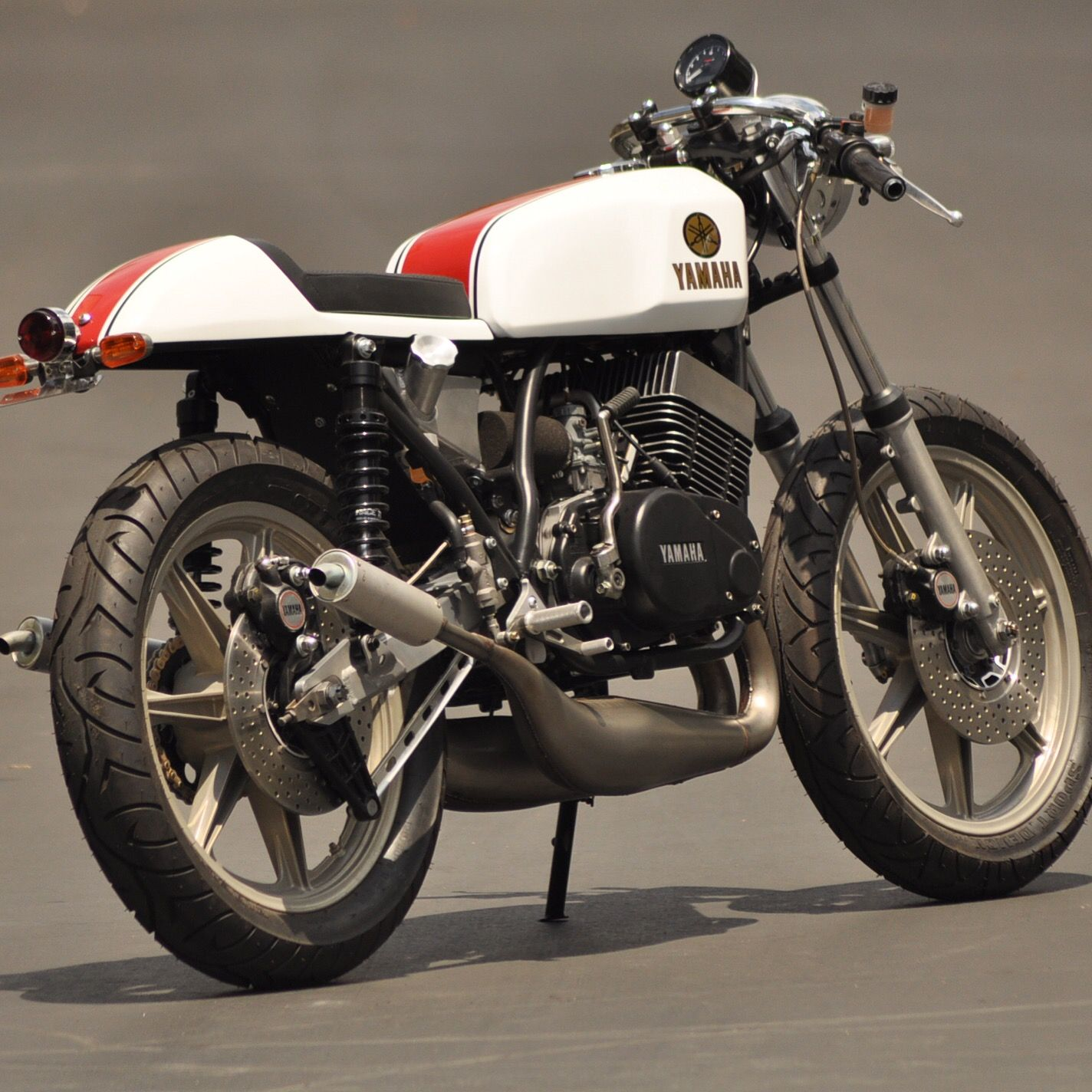 The base bike was a 1980 xs650 in a very poor state cylinders where - Custom Build Cafe Racer Yamaha Xs750 For Enquires On This Bike Or Other Custom Builds Please Contact Me On Luke Robinsonsspeedshop Com Pinterest Cafes
