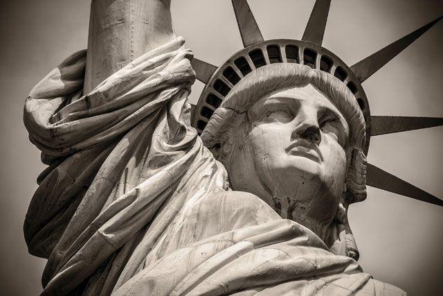 Trump's MaraLago Visa Hypocrisy Statue, Statue of