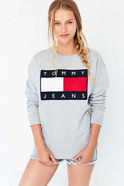 528d73649 Tommy Jeans For UO '90s Pullover Sweatshirt | Fashion in 2019 ...