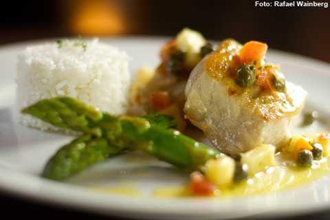 00 Cozinha Contemporânea - Namorado ao molho agridoce de alcaparras acompanhado de arroz de jasmim e aspargos no vapor (jantar)