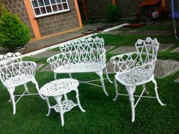 Resultado de imagen para jardines para patios de casa for Mesa y silla de muebles de jardin barato