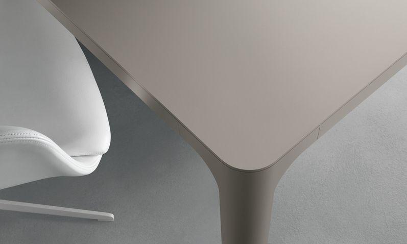 Tavolo Flat ~ Matt lino lacquered aluminium frame and matt lino lacquered top