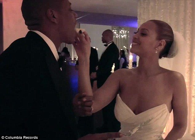 Beyonce Gives Look At Private Family Life In New Music Video Beyonce And Jay Wedding Videos Beyonce