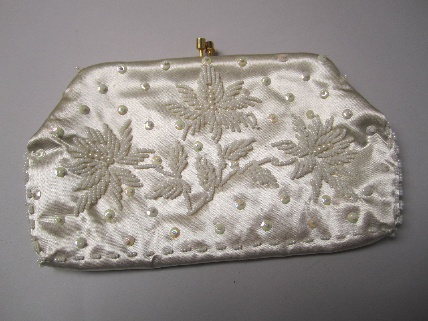 Vintage 1950s clutch purse white beaded satin evening bag hand made hong  kong bridal bag with chain handle.  12.99 f2b062c7fc48e