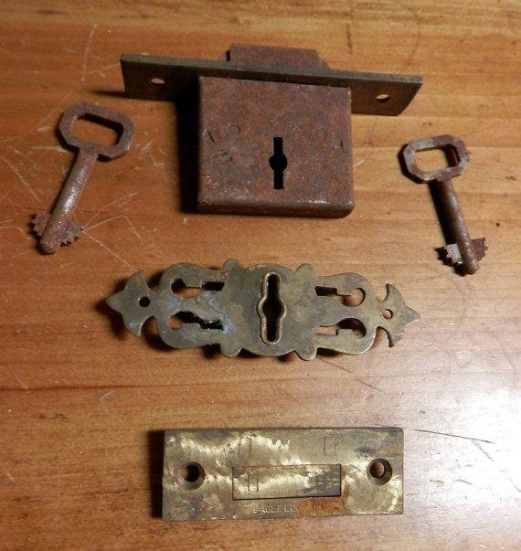 1 Antique Eagle Lock Co Roll Top Desk Lock With 2 Keys Escutcheon