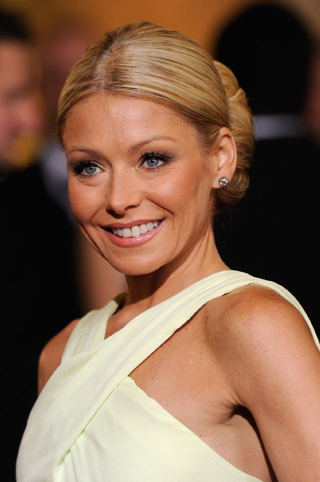 The Secret To Kelly Ripa S Skin The Makeup Team At Live With