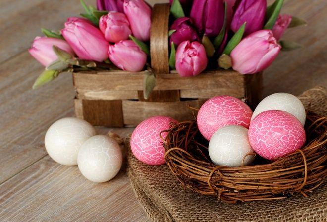 Пасха, яйца, цветы, тюльпаны, стол