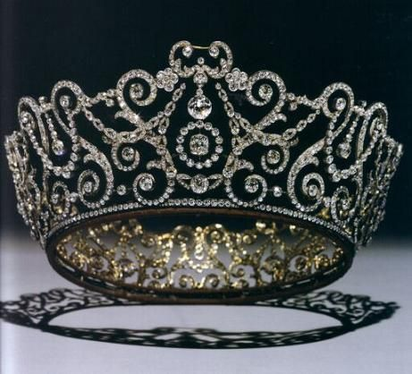 Top 10 Favorite British Royal Tiaras Queen Mary had the best Tiaras.  This one was made for her by Garrards in 1911.  Originally worn with detachable emerald drops.  OMG.  I would wear this anywhere.  Or maybe just at home in the bath.  Yes, please.  Btw, she wore it when she was crowned Empress of India.  Yup.  India.  Oh, my.Queen Mary had the best Tiar...