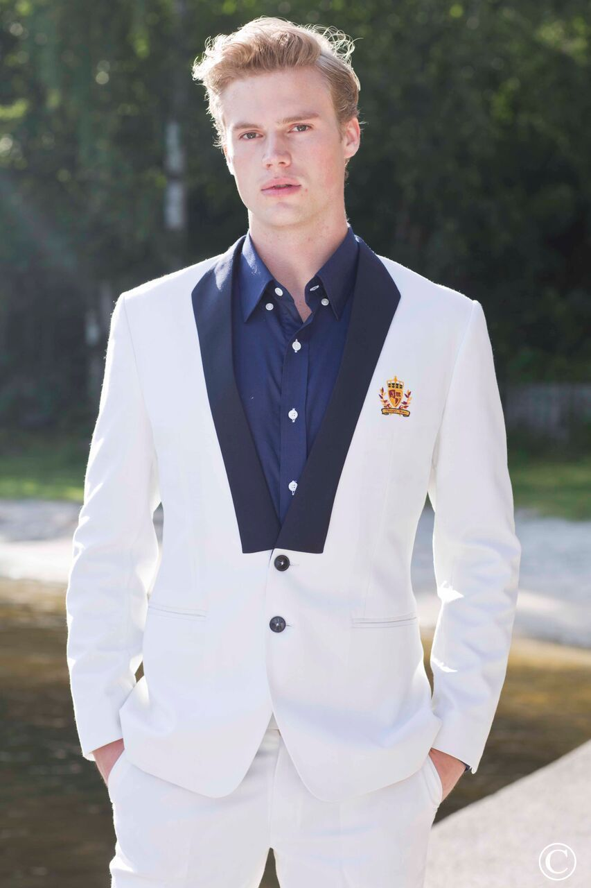 White Marcella Blazer. The finest Men´s Scandinavian inspired fashion by Norwegian Couture.Norwegian Couture, Men´s Scandinavian Fashion. #menstyle #mensfashion #suitup #blazer #couture #Oslo