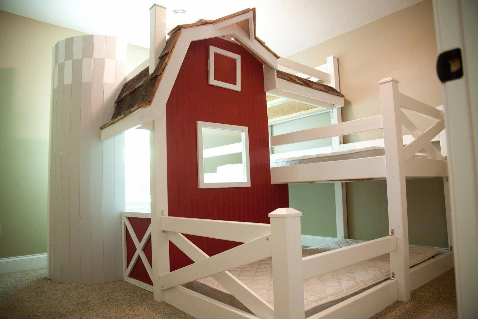 Homemade Farm Barn Triple Bunk Bed Diy Triplebunkbedsdiy Triple