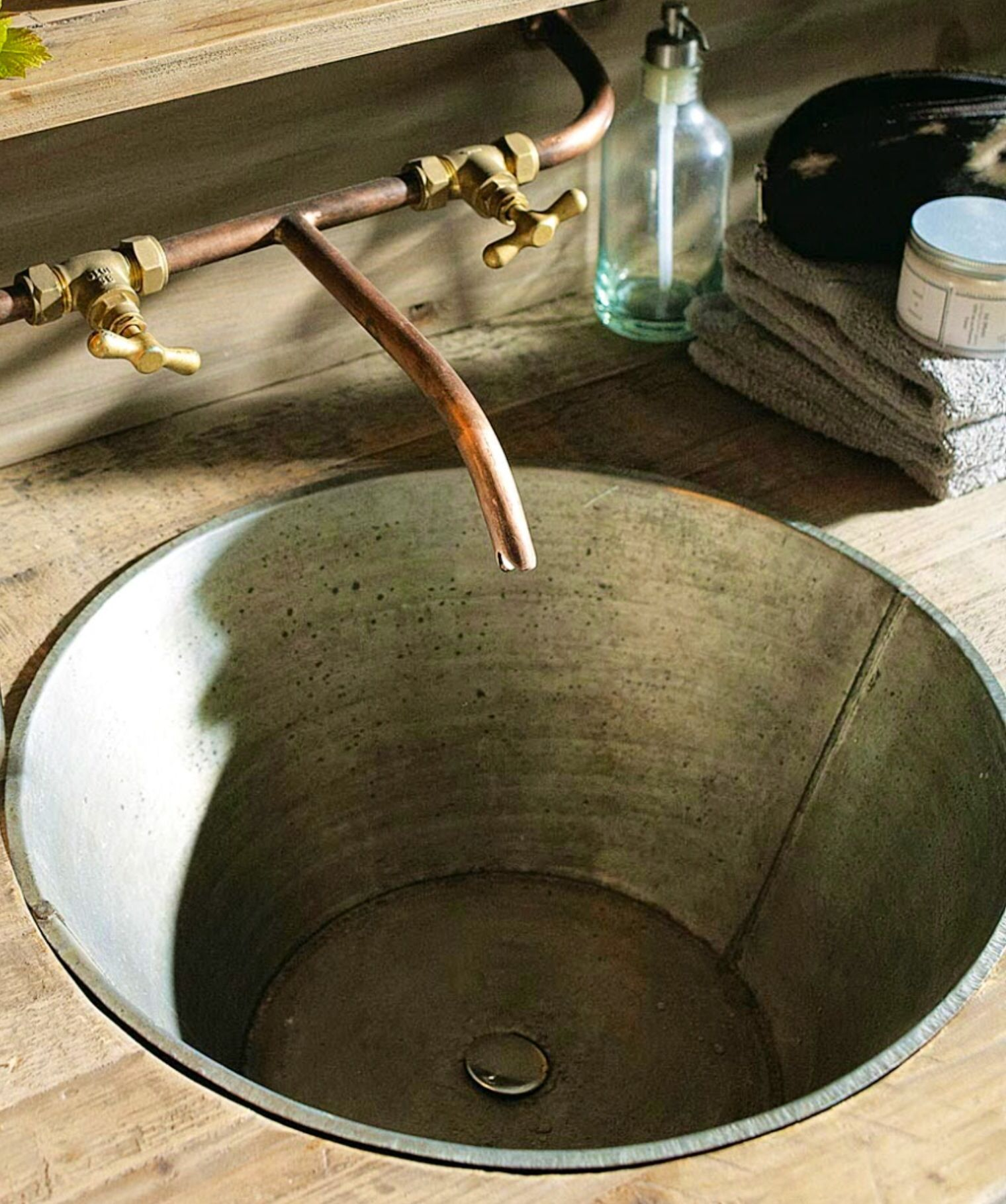 Best 25 copper bathroom sinks ideas on pinterest copper for Latest bathroom sink designs