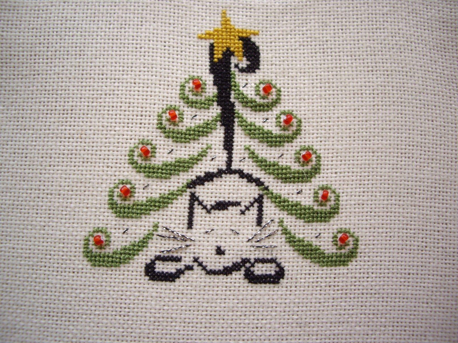 Christmas Tree Cat | Cross stitch tree, Cat cross stitch ...