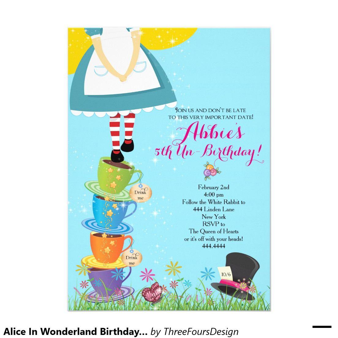 Alicia en la invitación del cumpleaños del país de