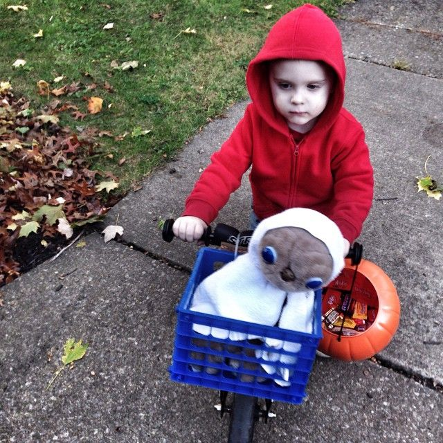 Child E.T. costume (jasontbeck's photo on Instagram)