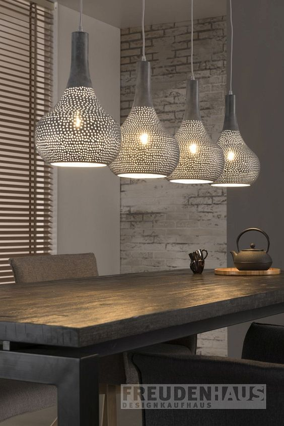Industrielles Design Für Ihr Heim. Die Hängeleuchte Ist Mit Ihren Vier  Kegelförmigen Leuchthauben Eine Ideale Wahl Für Eine Stilsichere Und  Ausdrucksstarke ...