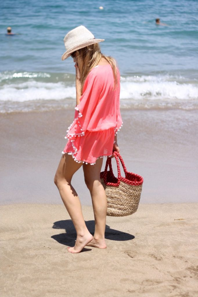 a la playa, pero monas