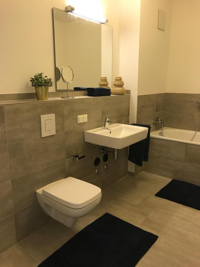Badezimmer grau,brau und weiß badewanne badezimmer