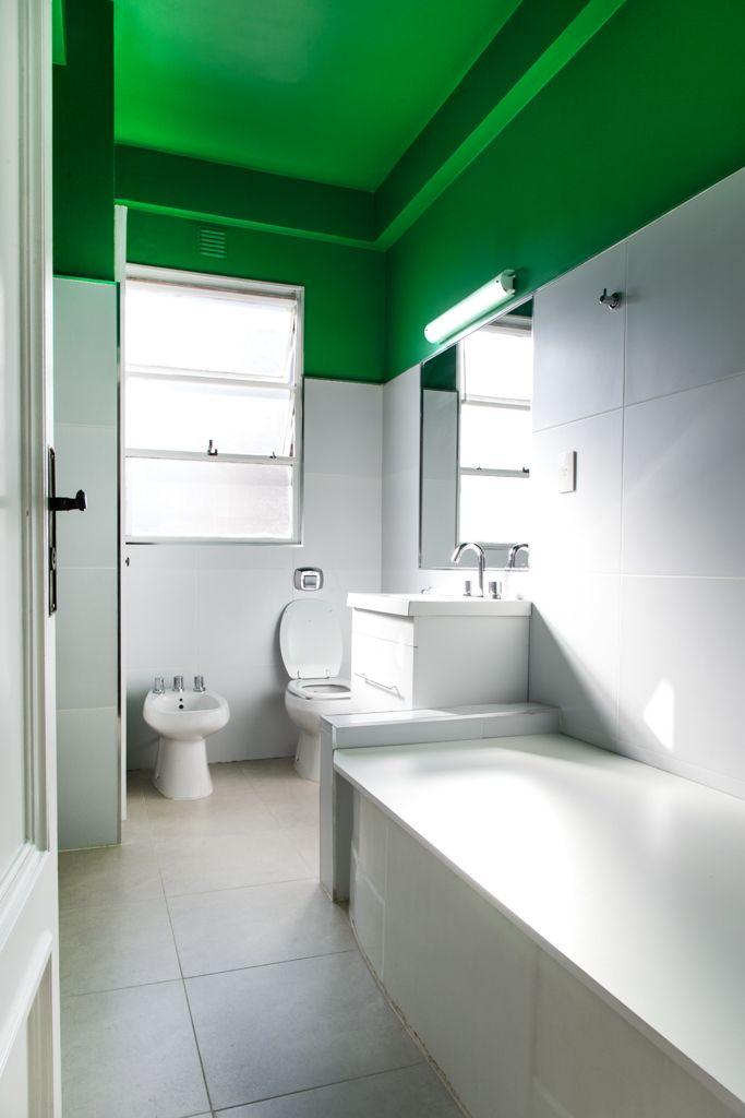 Restauracion De Bano Antiguo Colores Claros En Contraste Con Pintura Verde Tipos De Color Verde Banos Antiguos Banos