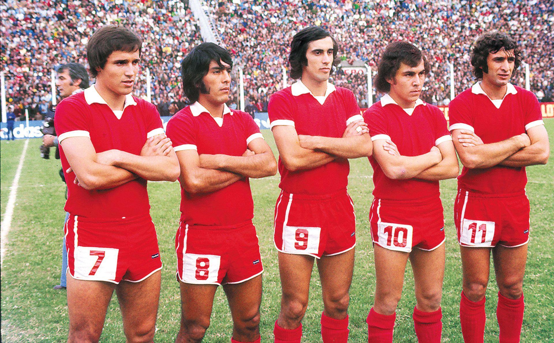 La Gran Delantera De Los Diablos Rojos Del 1975 Con Daniel Bertoni Ruben Galvan Ricardo Ruiz Moreno Ricardo Boch Futbol Argentino Futbol Leyendas De Futbol