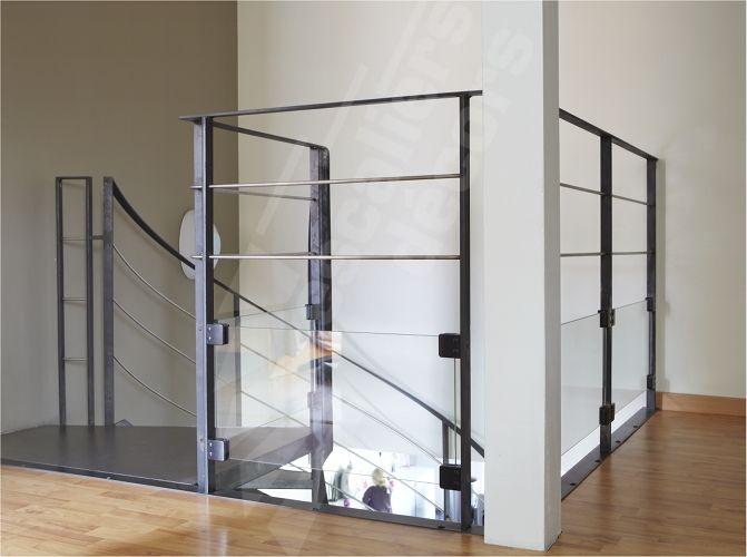 dh99 arriv e spir 39 d co flamme avec marches et palier. Black Bedroom Furniture Sets. Home Design Ideas