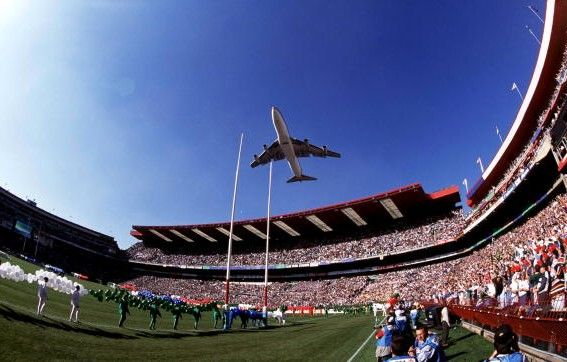 An Saa Jumbo Jet With The Slogan Good Luck Bokke Flies Over Ellis Park Stadium Before The 1995 Rugby Wor South African Airways South Afrika Johannesburg City