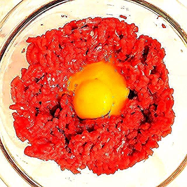 #tatar #jedzenie #mięso #meatlover #meat #foodporn #food #foodphotography #foodphoto #beef #prawdziwawołowina #wołowina #jajko #egg #befsztyktatarski #tartare #steaktartarelovers #steaktartare #mincedbeef #біфштэкс #татарску