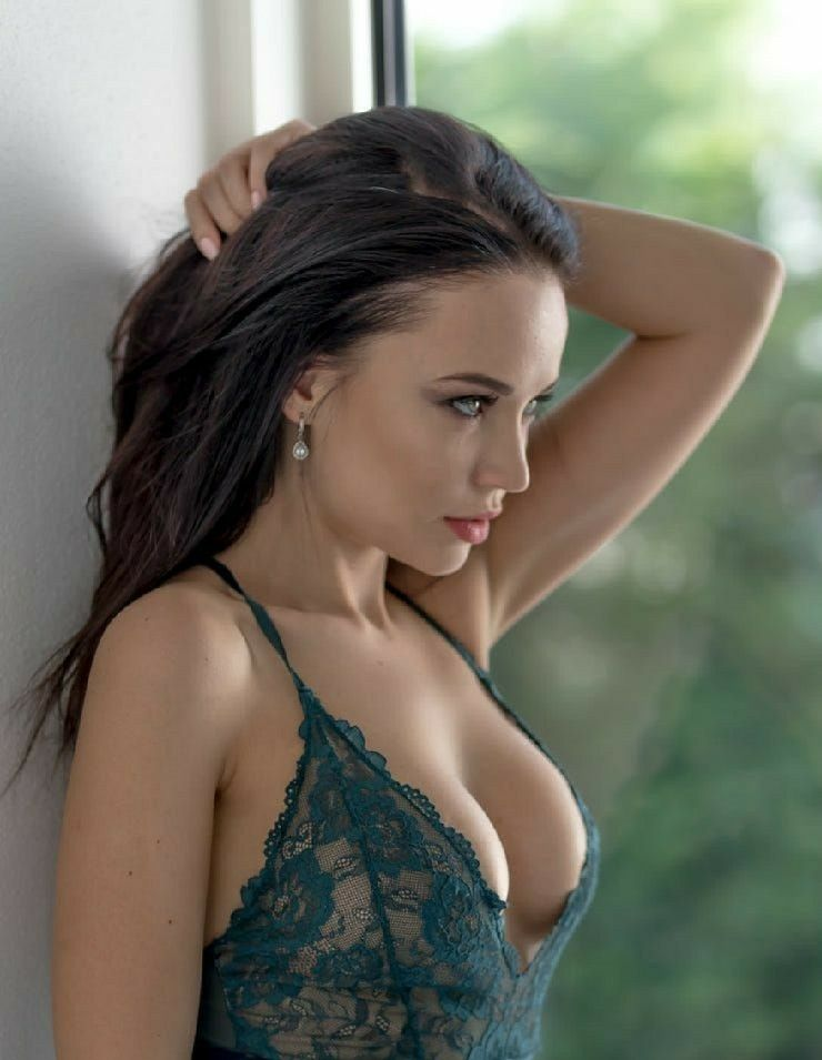 Sexy cleavage pinterest