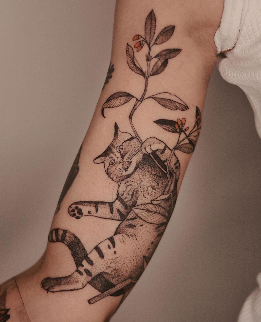 """Dzo Lamka - Tattoo Majster on Instagram: """"Cat, long time no see 🙌😸 @nasza_tattoo_shop #cattattoos #dzolama #planttattoo #wroclaw #polandtattoos #animaltattoos"""""""