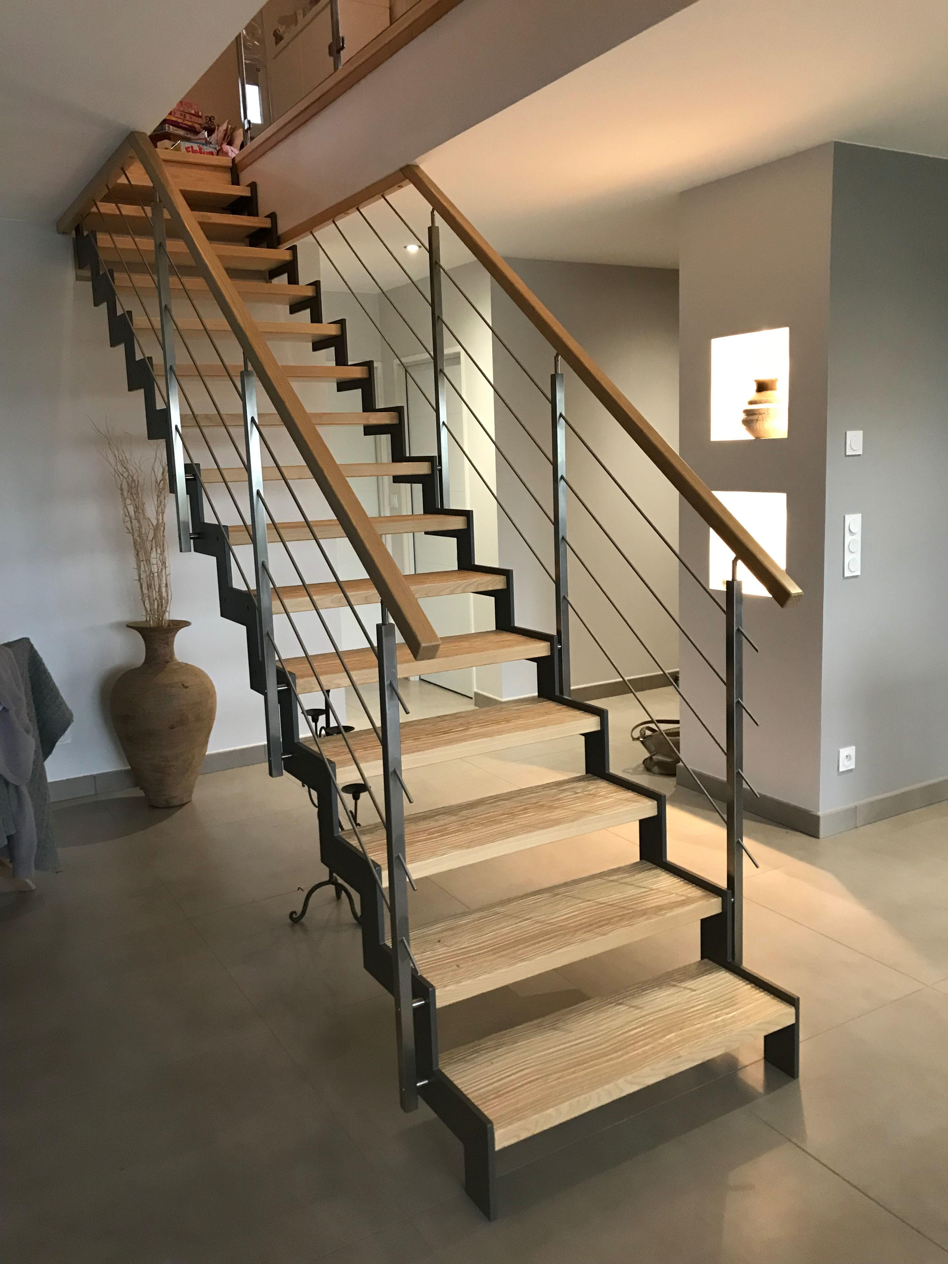 Escalier Au Style Industriel Avec Marches En Bois Structure L