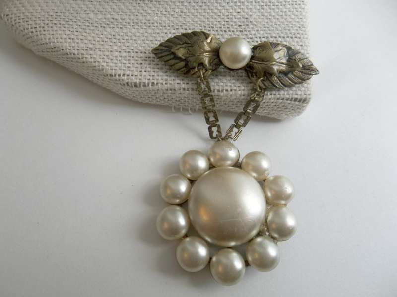 Antique Brass Glass Faux Pearl Hanging Brooch FOR SALE • $24.95 • See Photos! Money Back Guarantee. Antique Brass Glass Faux Pearl Hanging BroochThere is a spot of missing pearl coating on top of hanging pearl cluster; It is the same color of underlay so is really 201828329595