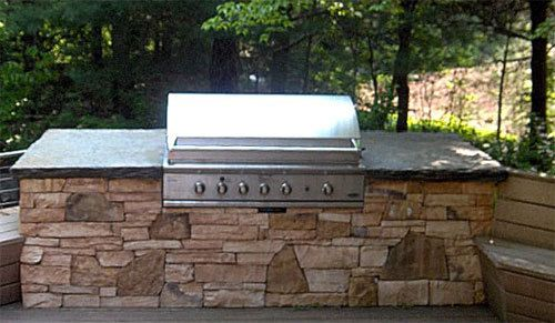 Cultured Stone Wall Holding Built In Grill With Goshen Stone