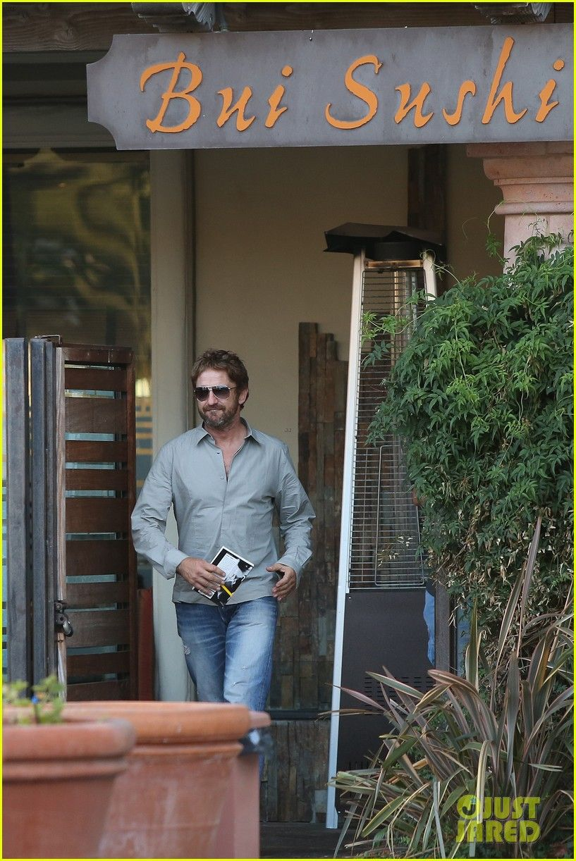 Gerard Butler Tells Us What is Sexy in a Woman! | gerard butler tells us what is sexy in a woman 15 - Photo