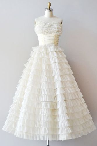 Take The Plunge! Fall Head Over Heels For These Vintage Wedding Dresses  #Refinery29