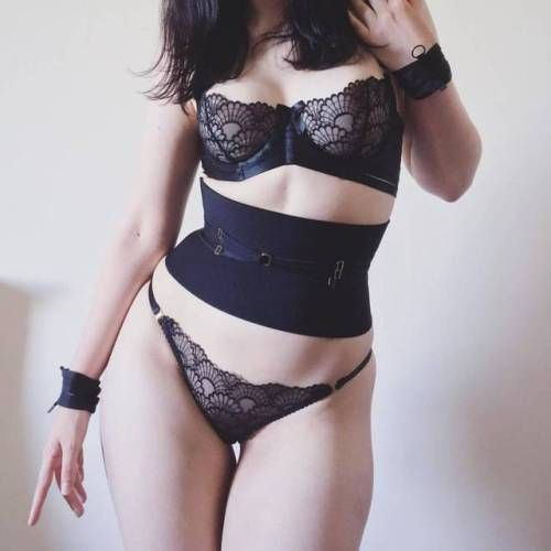 exclusivelyselectedlingerie:  amberandindigolingerie:  An incredible customer pic of @satinspectre in her Cinch Me Harder Lux Belt  #cinchmeharder #waistcincher