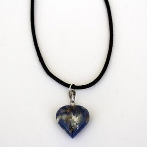 Beautiful blue sodalite heart crystal choker. The choker is 30cm long - please be aware of this before buying!Crystal jewellery make the perfect gift for someones birthday or Christmas presents. Perfect for that special someone, girlfriend, sister mum or even yourself! As each Crystal has a different meaning and healing properties they can help you to get through the different things life throws at you.
