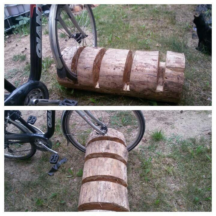 Fahrradstander Aus Einem Baumstamm Mit Der Kettensage Geformt
