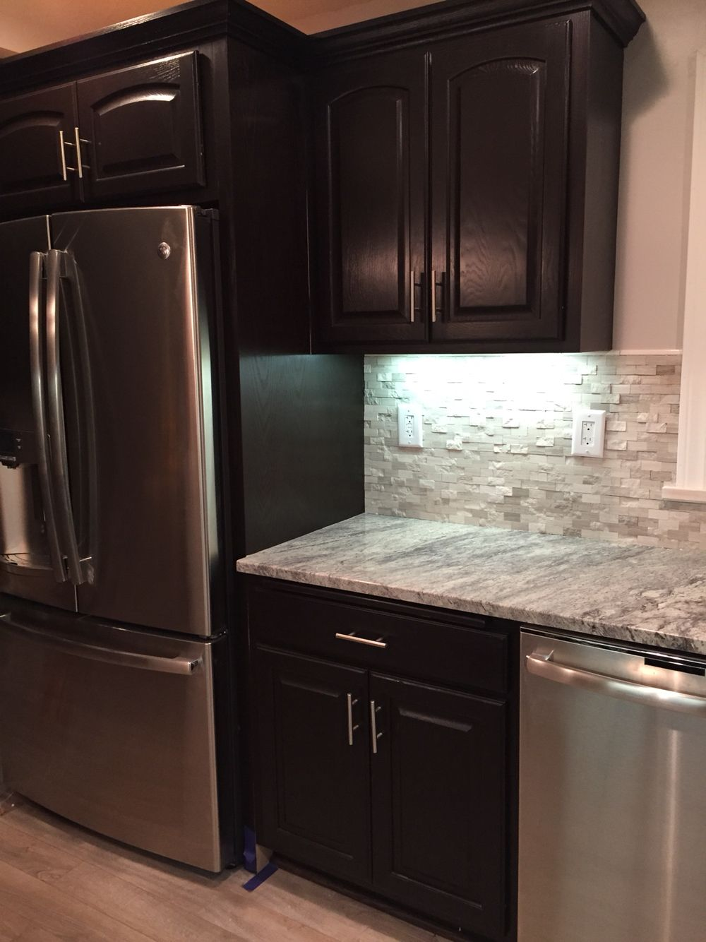 Honey Oak Cabinets Stained With General Finishes Java Gel Stain Snowflake Granite Backsplash From Lowe S