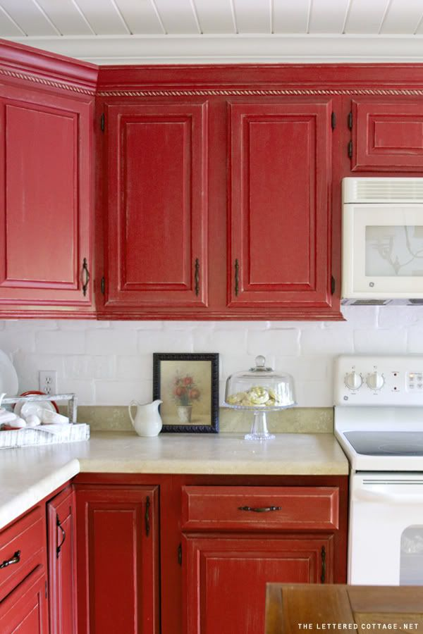 Feast your senses on red kitchen décor