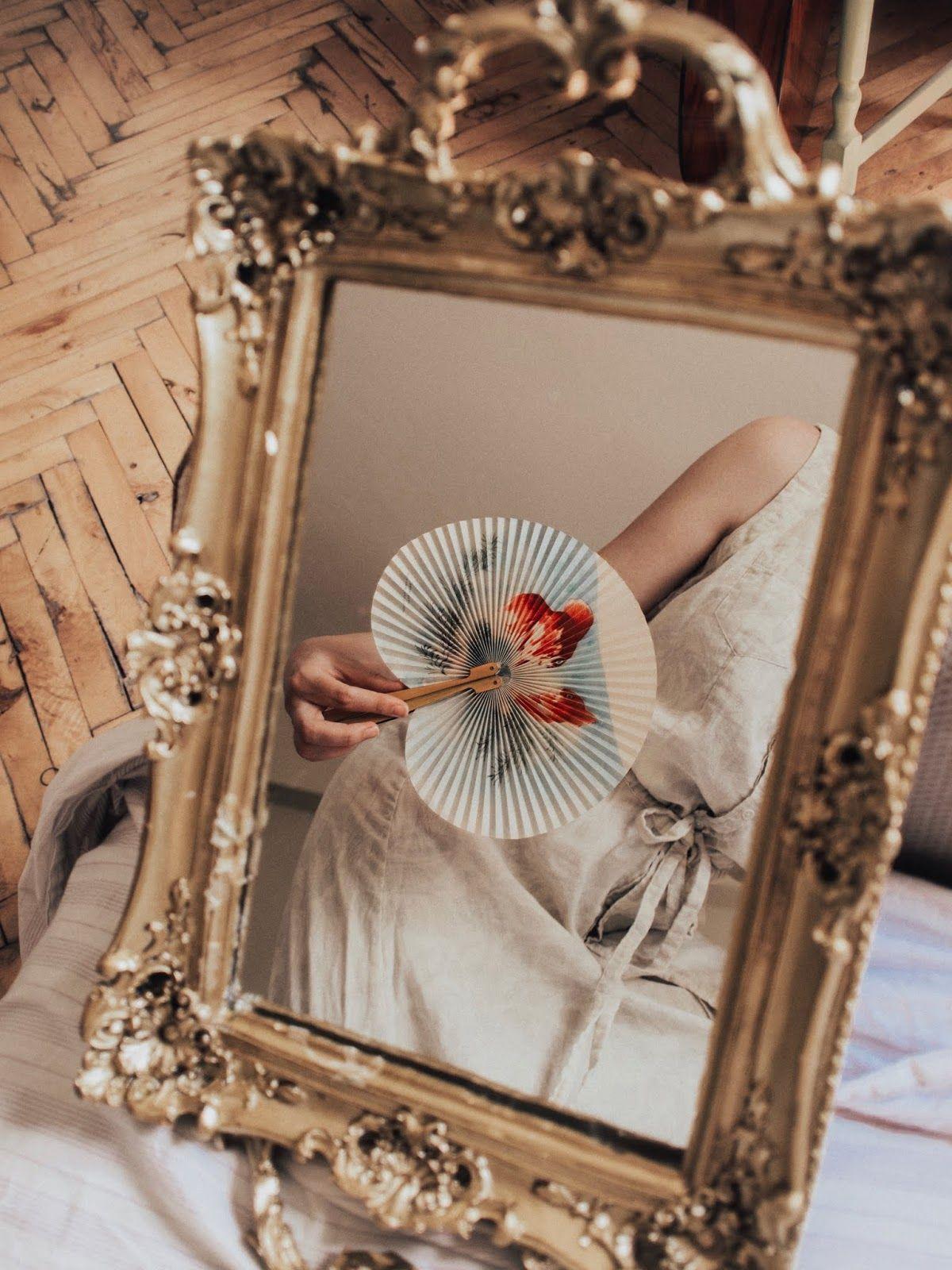 VINTAGE MIRROR LOVE, gold details, bold ring, red gold ring, vintage style, gold mirror aesthetic, parisian vib… | Vintage mirror, Gold aesthetic, Aesthetic vintage