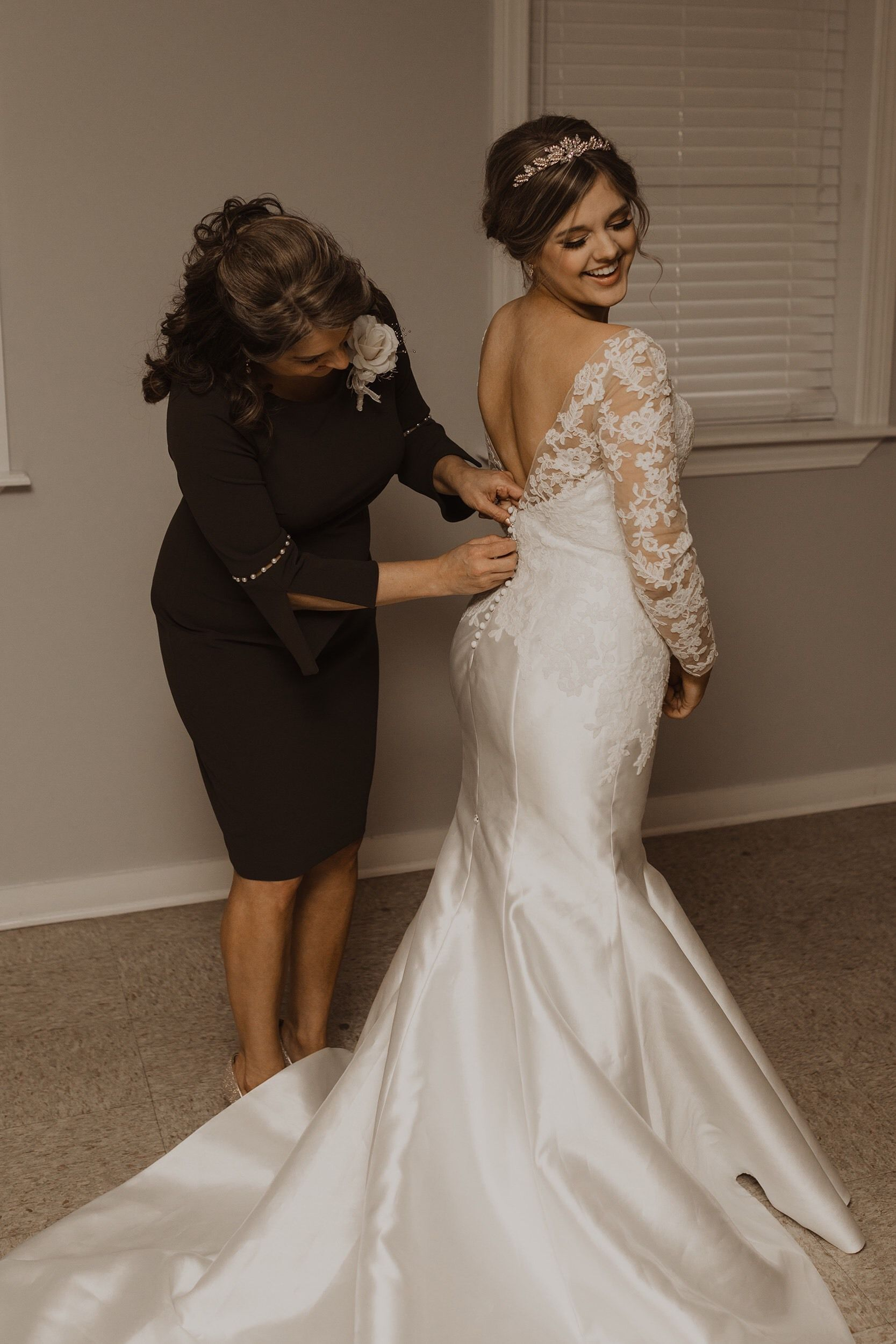 473b8b94fdf Anomalie online custom wedding dress long sleeves