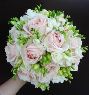 Inocafe Pl Wachlarz Pomander A Moze Berlo Jak Dobrac Idealny Bukiet Slubny Inowroclaw Floral Wreath Floral Bouquet