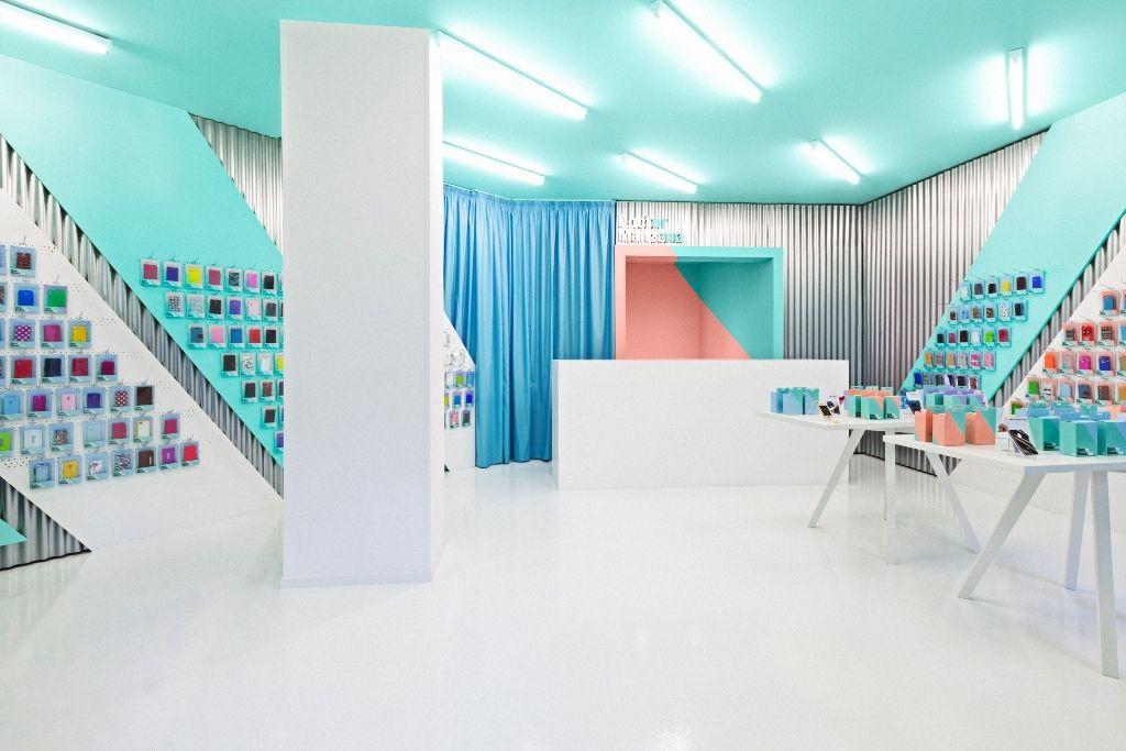 Doctor Manzana Mobile Store Design | Designed by Masquespacio in Valencia, Spain