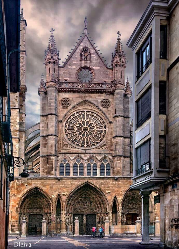 Catedral de León desde Sierra Pamblei.