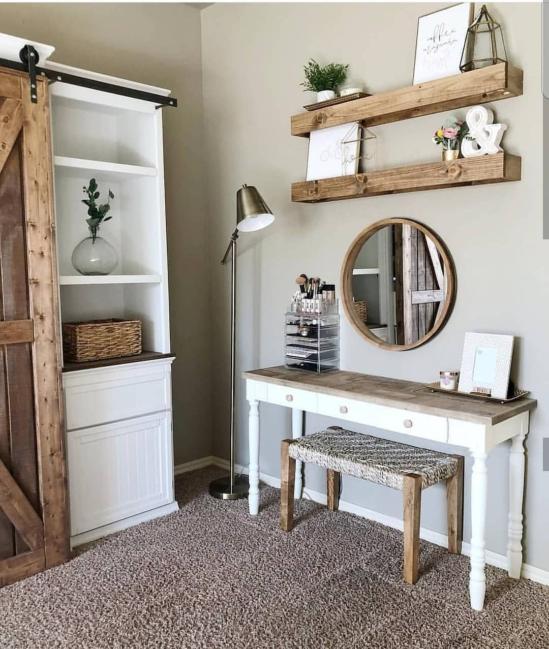 Simple And Rustic Vanity From Mrsdiy Farmhouse Farmhousedecor Farmhousebedroom Farmhousebath Inter Bedroom Makeup Vanity Farmhouse Vanity Rustic Vanity